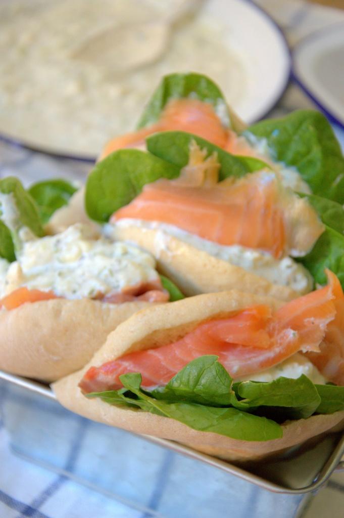 Pita relleno de salmón al estilo griego