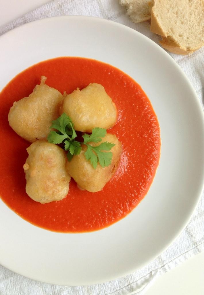lacucharazul_bacalao_rebozado-salsa-tomate