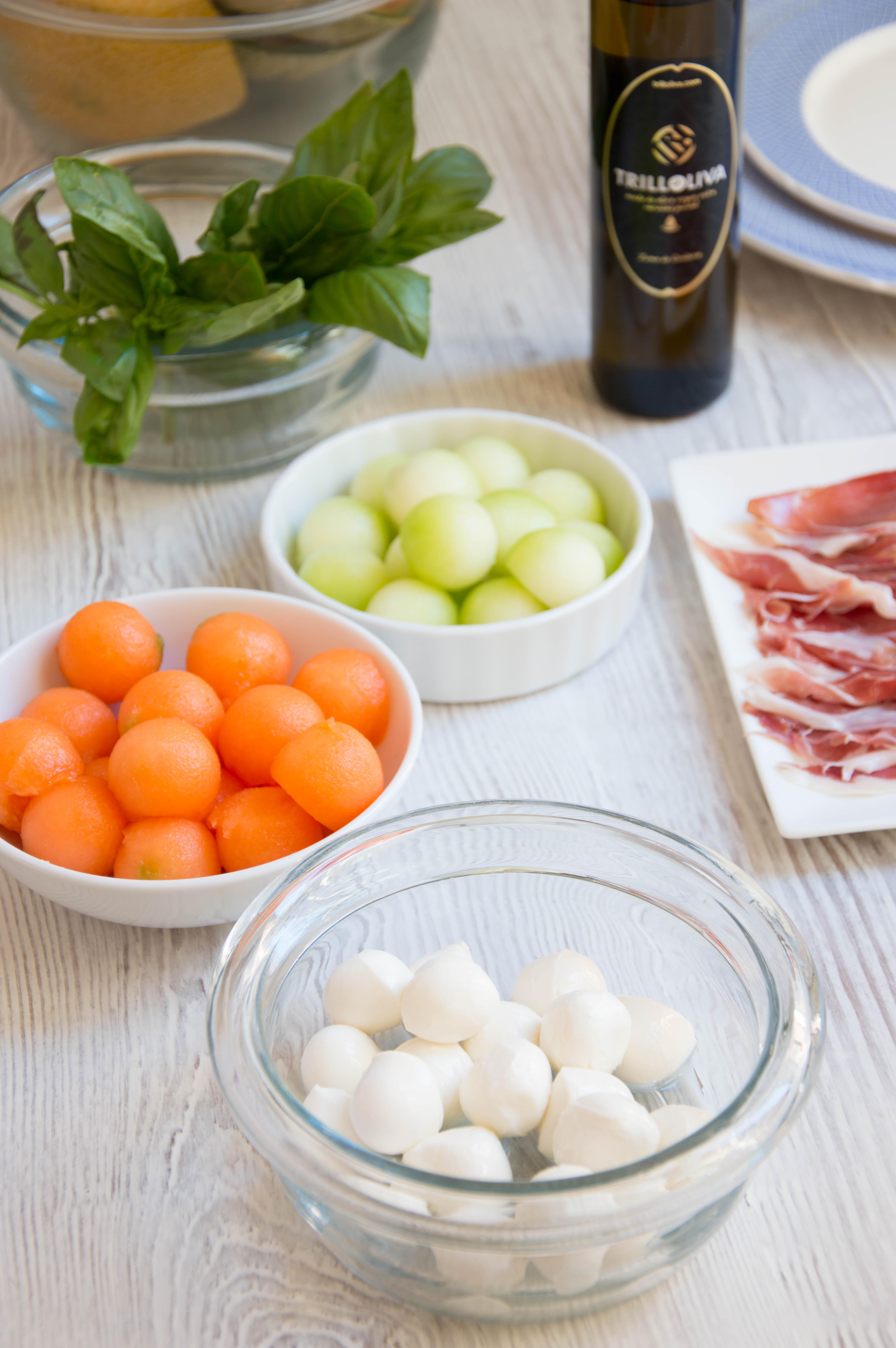 Brocheta de melón con jamón y mozzarella - Trilloliva